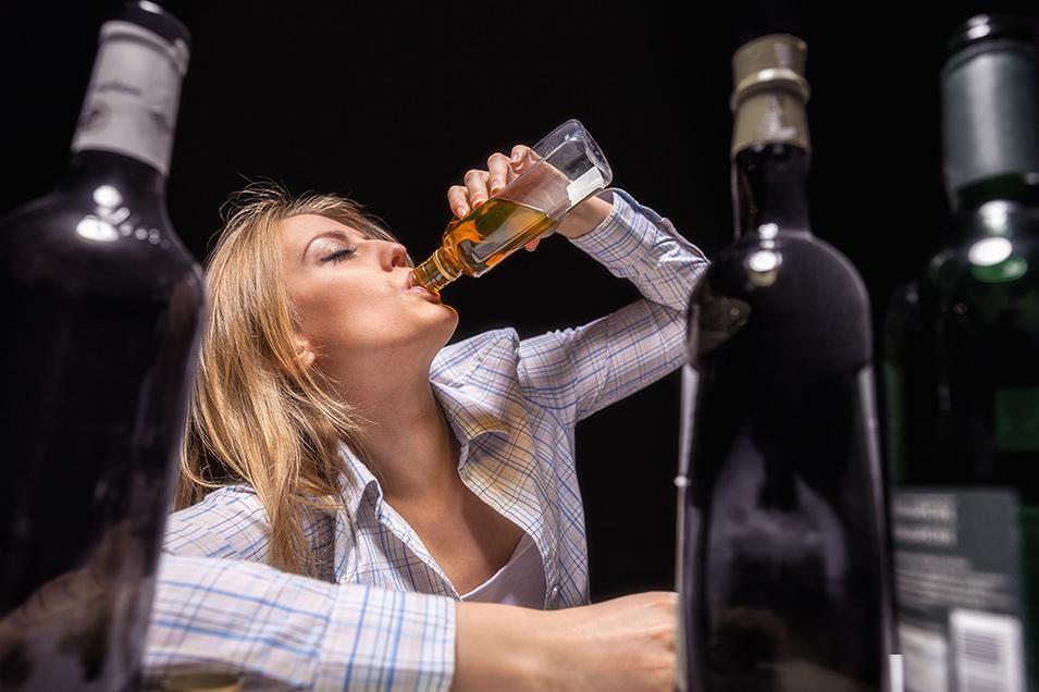 Картинка о вреде алкоголя бутылкой забором