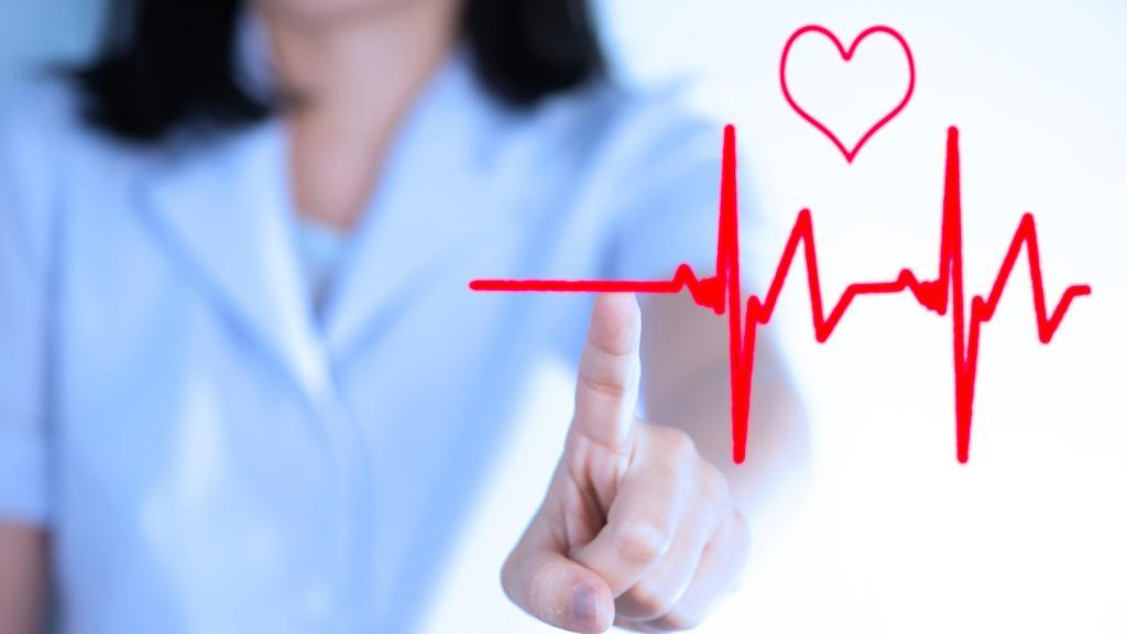Чем опасна аритмия сердца: угрозы и осложнения, описание, классификация, последствия, лечение и диагностика
